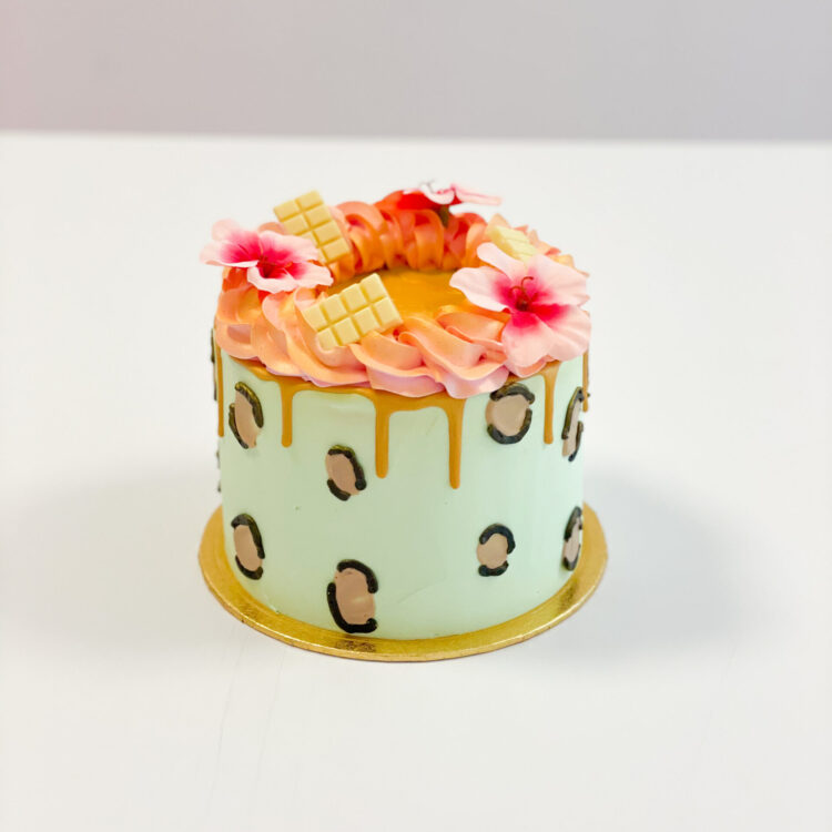 panter print taart pantervlekken foute taart roze mintgroen goud breda roosendaal oosterhout tilburg cake order bestellen